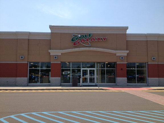Golf Galaxy storefront. Your local sporting goods supply store in Milford, CT | 3073